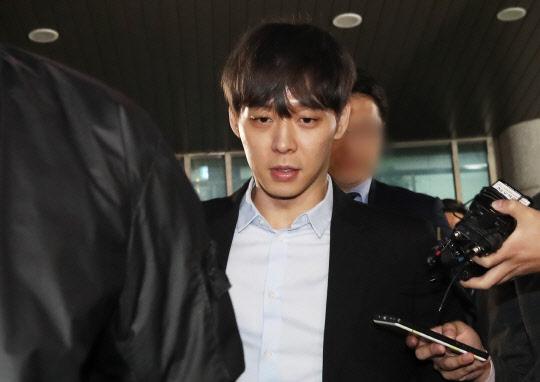 박유천 경찰 또 출석…증거인멸 제모는 사실무근